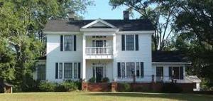 The Warren House, built in 1840 by Guy L. Warren, an agent of the Macon & Western Railroad. (WarrenHouse.net)